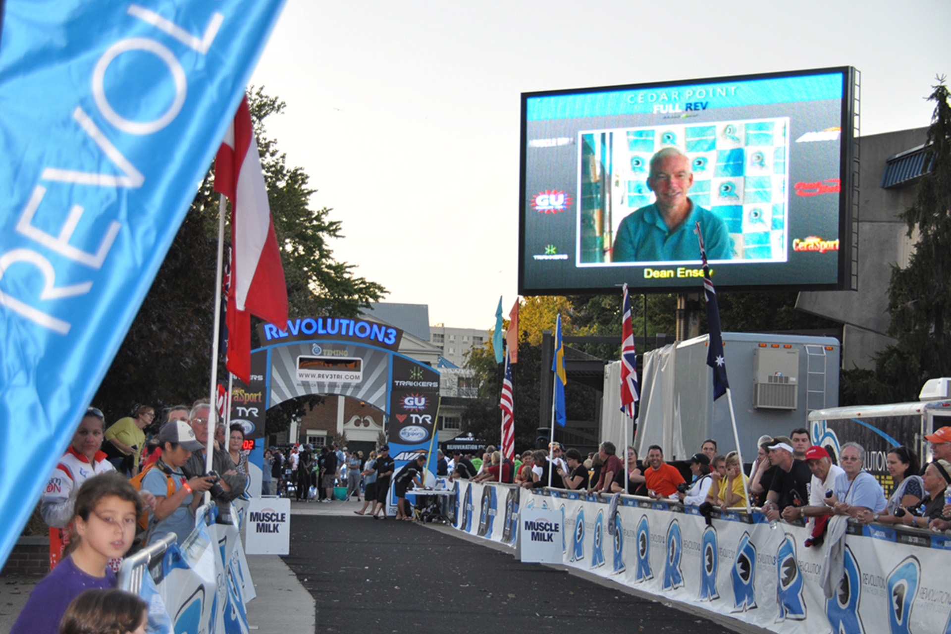 17x27-Upstage Video Mobile Screen Rental