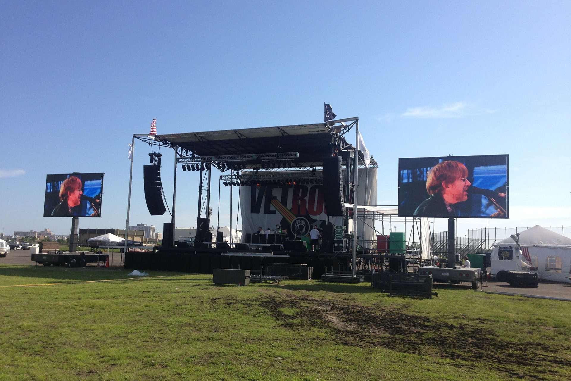 Upstage Video - Mobile Screen Rental, 11x18